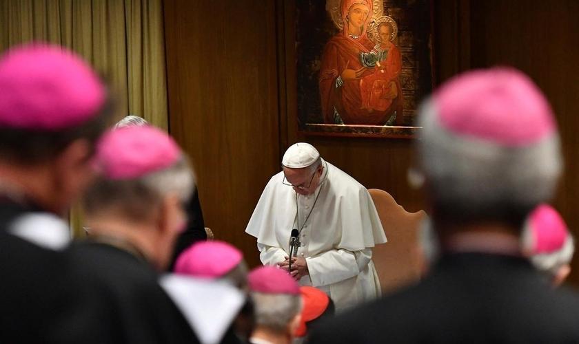 Sacerdotes e teólogos da Igreja Católica acusam o Papa Francisco de heresia. (Foto: Vincenzo Pinto/Pool/EPA)