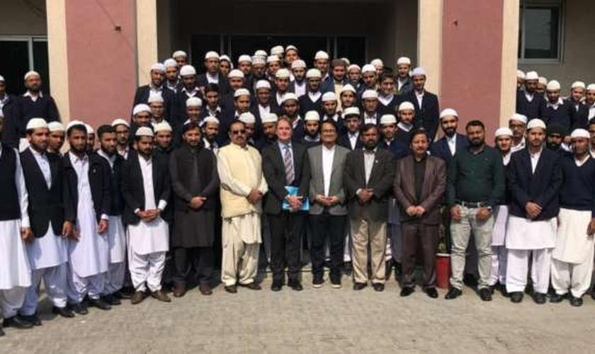 Leif Hetland teve a oportunidade de compartilhar o amor de Jesus com o presidente do Paquistão e diversos líderes muçulmanos em 2015. (Foto: Facebook/Leif Hetland)