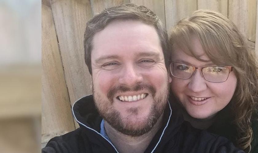 Pastor Robbie Willis e sua esposa, Anna May. Ele foi curado do mal de Parkinson através de uma oração. (Foto: AG News)