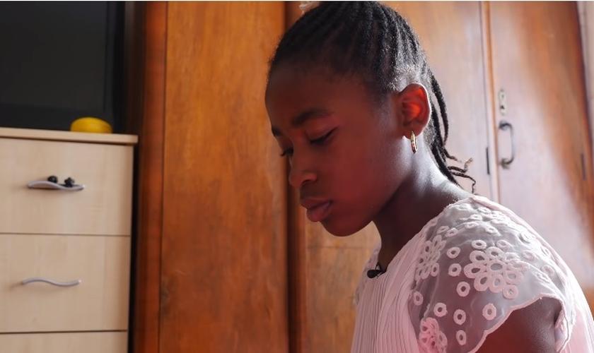 Kaysey foi suspensa de sua escola, após ter se recusado a participar de uma atividade LGBT em sala de aula. (Foto: Youtube / Reprodução)