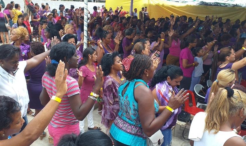 Mulheres se reúnem para na conferência Déboras 2019, em Cuba. (Foto: Reprodução/Alain Toledano Valiente)