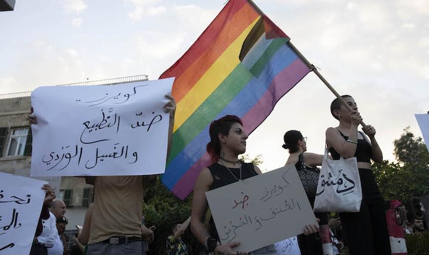Militantes LGBT palestinos fazem protesto na cidade de Haifa, Israel. (Foto: Oren Ziv/Activestills.org)