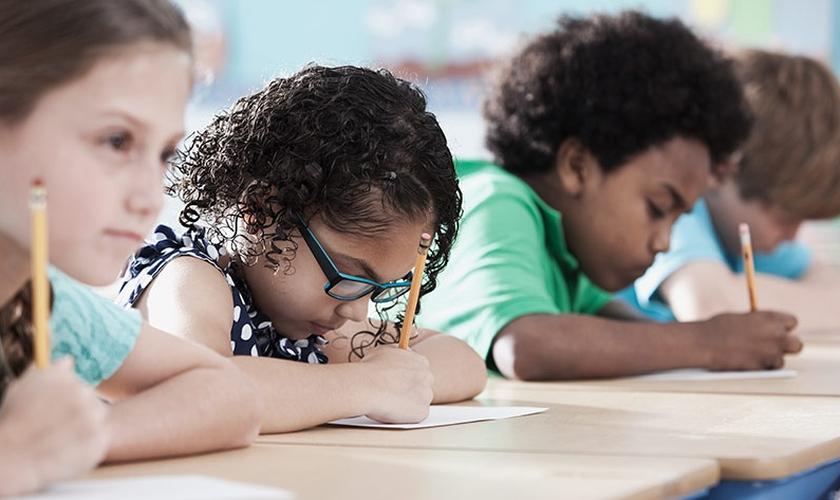 Crianças participam de atividade em escola. (Foto: Tillstest)