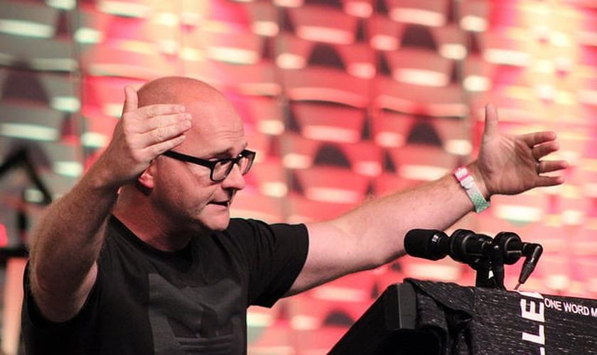 Adam Weber é pastor da Embrace Church, em Sioux Fall, Dakota do Sul, EUA. (Foto: Dakotas's Annual Confference)