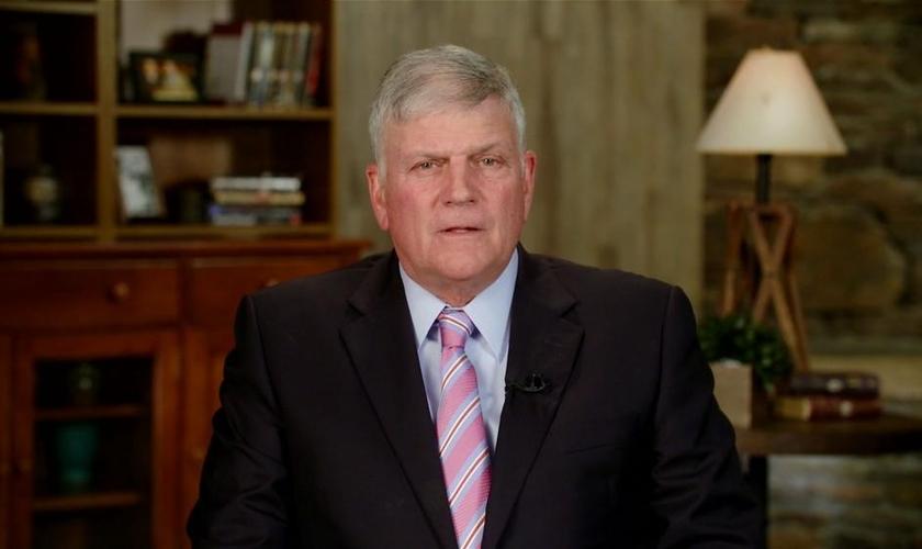 """Franklin Graham é filho do saudoso evangelista """"Billy Graham"""" e atual presidente da associação evangelística fundada pelo pai. (Foto: Christian Broadcast Network)"""