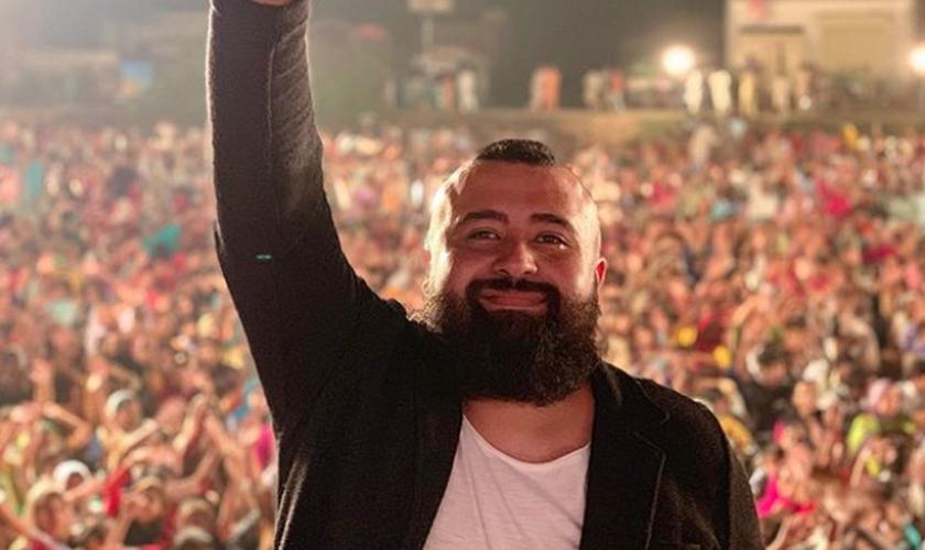 Chileno Vergara, fundador do One Passion, faz cruzadas evangelísticas em países do Oriente Médio. (Foto: Chileno Vergara)