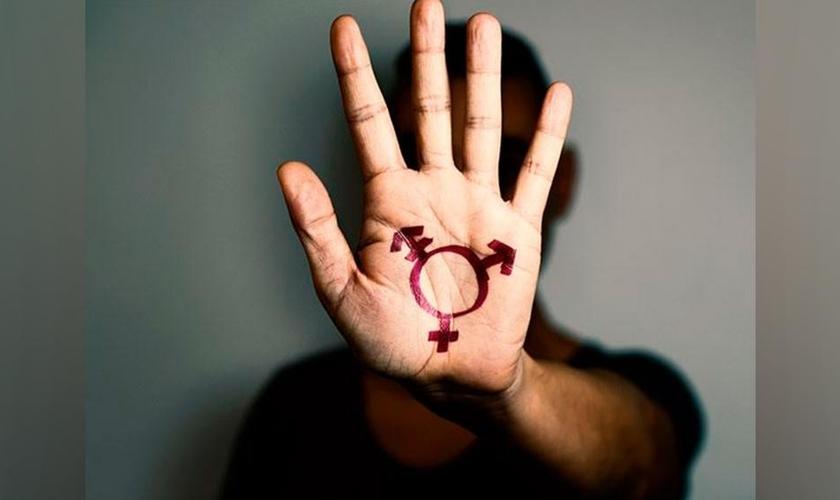Consultas firmadas sobre conceitos equivocados, fruto da ideologia de gênero, têm levado jovens e até crianças a iniciarem o processo de mudança de sexo. (Foto: Getty Immages)