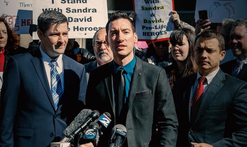 David Daleiden foi um dos jornalistas condenados em tribunal, após denunciar o tráfico de bebês abortados pela Planned Parenthood, nos EUA. (Foto: UncoverDC)