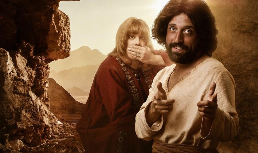 Escrito por Fábio Porchat e protagonizado pelo próprio humorista junto ao também ator Gregório Duvivier, o filme distorce a mensagem bíblica sobre Jesus. (Imagem: Entreterse)