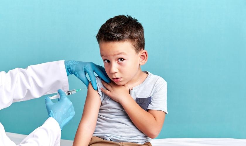 Boa parte das crianças na lista de espera ainda têm menos de três anos e estão esperando completar essa idade para iniciar o tratamento. (Foto: Getty Immages)
