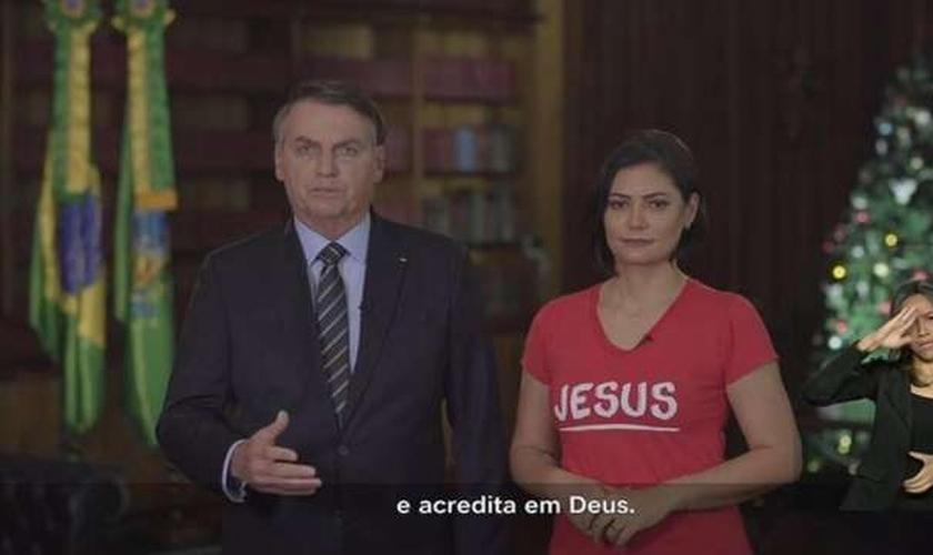 Jair e Michelle Bolsonaro em pronunciamento oficial de Natal. (Foto: Reprodução)