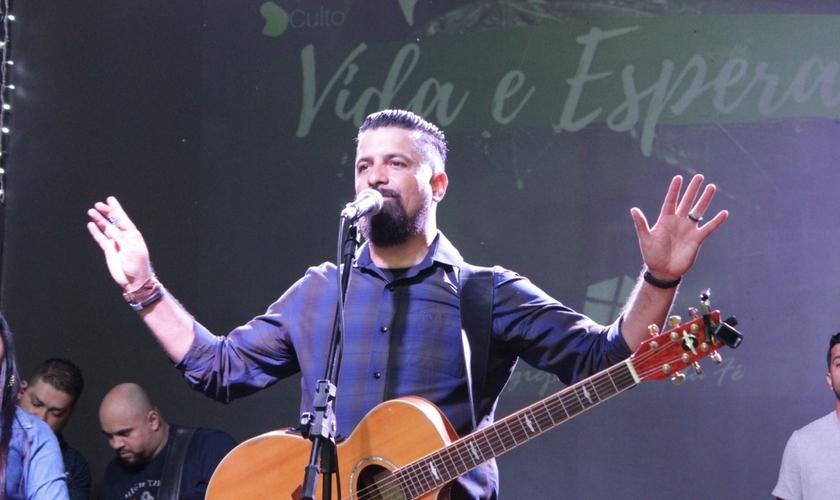 """Gladson GP está lançando seu single """"Fé Inabalável"""". (Foto: Divulgação)"""
