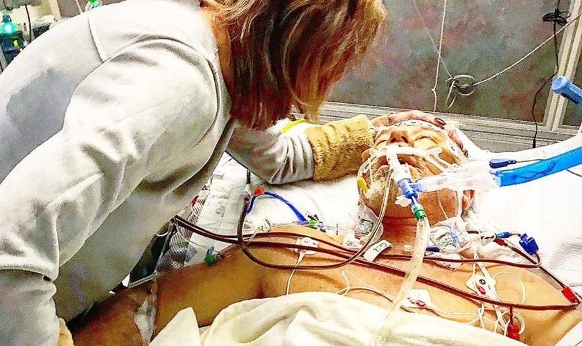 O pastor Glen Berteau sobreviveu a uma parada cardíaca após a igreja e enfermeiros se unirem em oração. (Foto: Reprodução/Facebook)