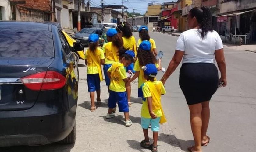 O projeto é uma maneira de incentivar crianças a ministrar estudos bíblicos. (Foto: Arquivo Pessoal)