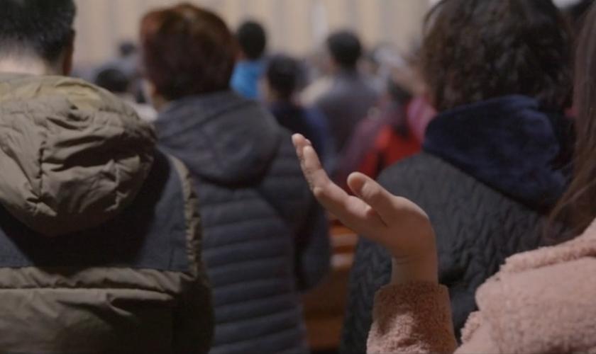 Mesmo após terem igreja fechada pelo regime comunista, cristãos são ainda mais encorajados em sua fé. (Imagem: Portas Abertas - EUA)