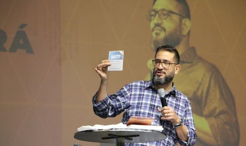 O pastor Luciano Subirá explica se é correto ou não cobrar por eventos cristãos. (Foto: Instagram/Luciano Subirá)