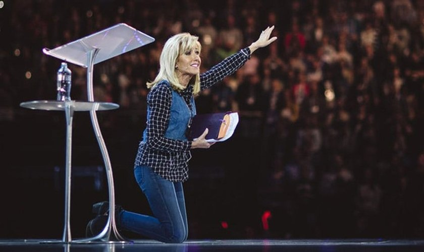 Beth Moore é evangelista, autora e se dedica a apoiar vítimas de abuso sexual. (Foto: SBC)