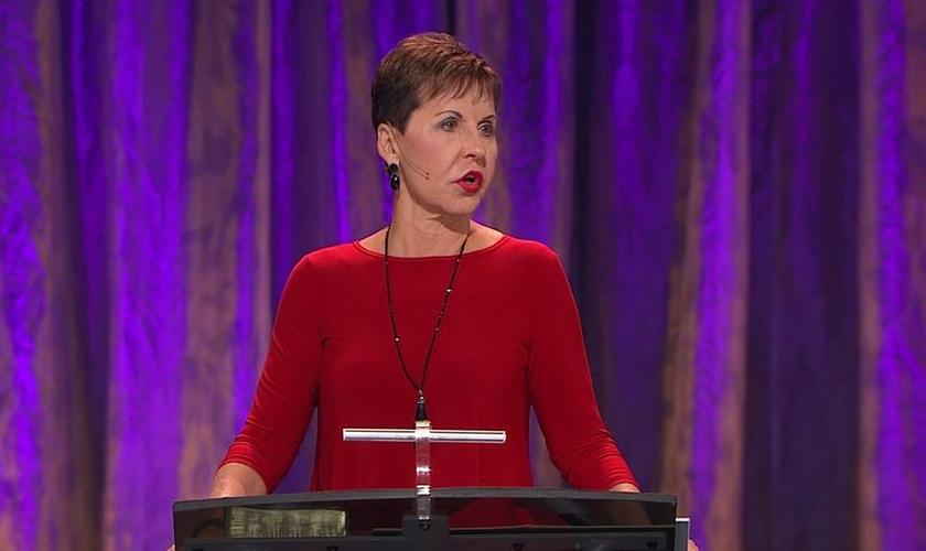 Joyce Meyer é escritora, pregadora e palestrante. (Imagem: Youtube / Reprodução)