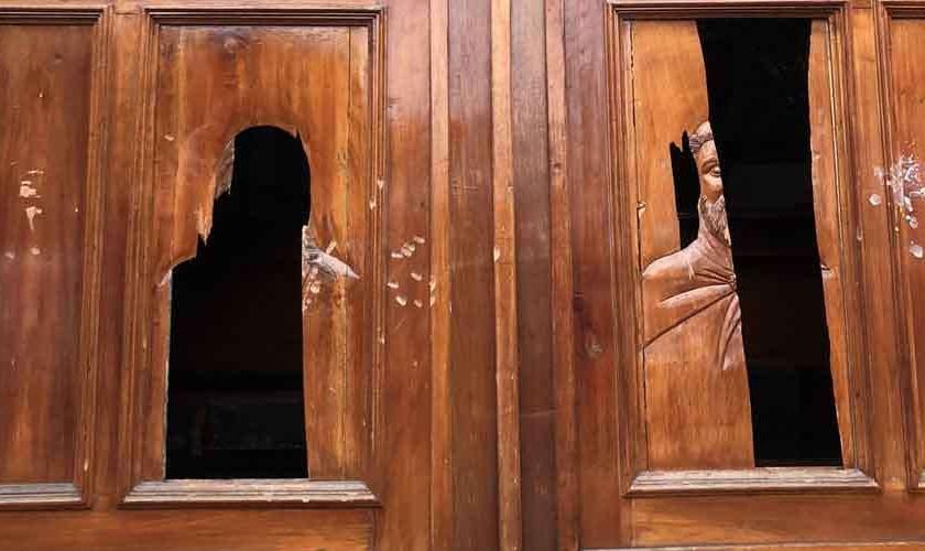 """Danos causados por feministas ao Templo Expiatório do Sagrado Coração de Jesus, conhecido como """"El Beaterio"""". (Foto: CATOLIN)"""
