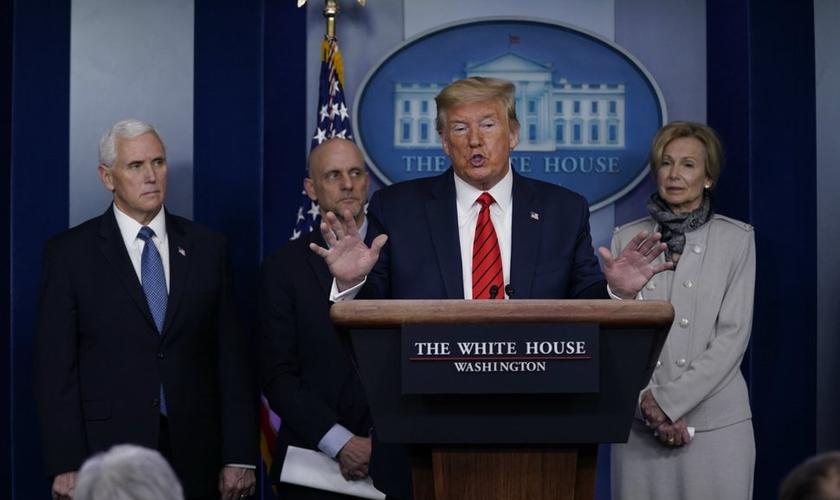 Trump anunciou medicamentos que podem ajudar no tratamento do coronaví)rus. (Foto: EVAN VUCCI/AP Photo