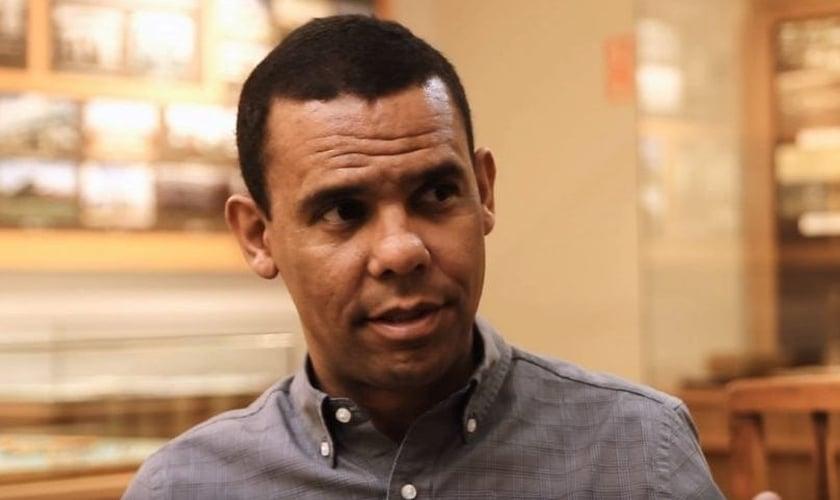 Rodrigo Silva é doutor em teologia e historiador. (Imagem: Youtube / Reprodução)