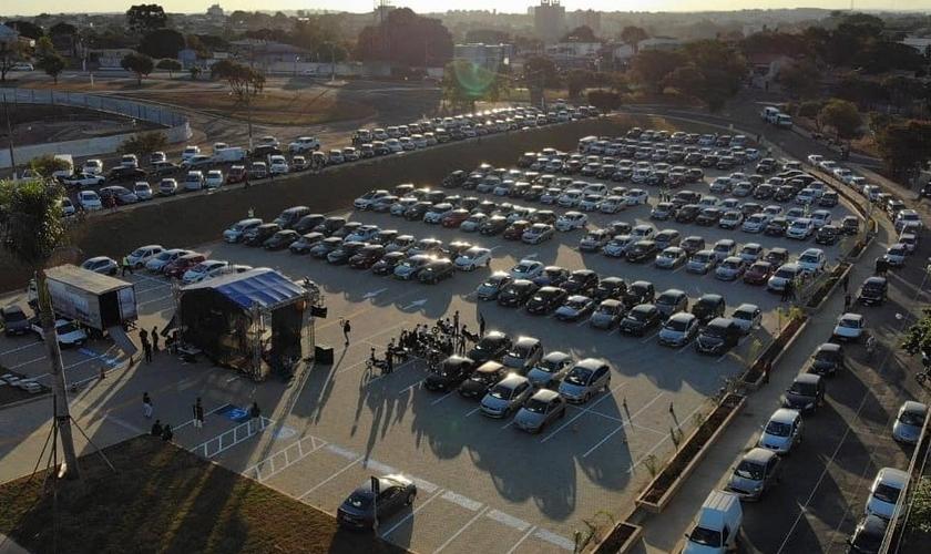 Culto drive-in reúne mais de mil fiéis durante a quarentena no interior de SP. (Foto: Rafael Durso)
