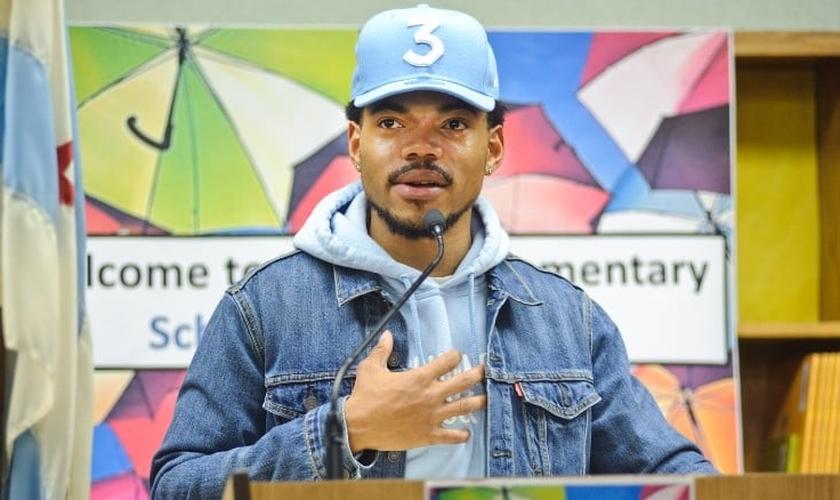 Conhecido como 'Chance The Rapper', Johnathan Bennett tem usado as redes sociais para levantar debates sobre o papel dos cristãos e da Igreja no combate ao racismo. (Imagem: CNN)