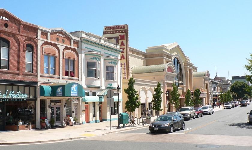 Imagem da rua principal do centro de Salinas, na Califórnia. (Foto: Flickr/Naotake Murayama)