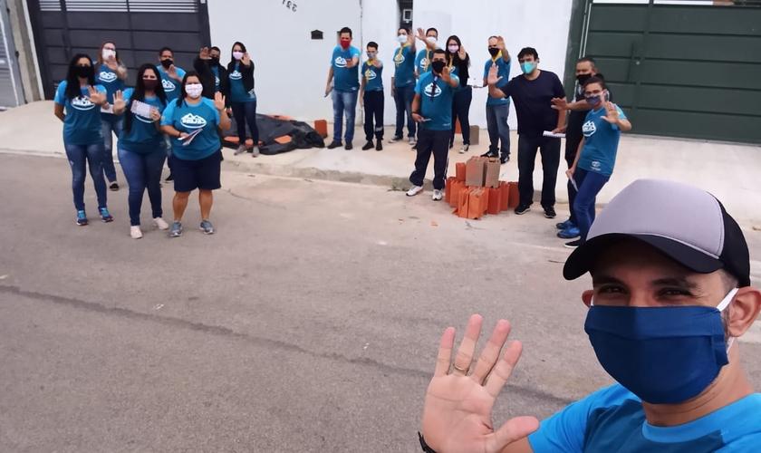 Membros da Igreja Adventista ajudaram oficina de automóveis na cidade de Salto. (Foto: Arquivo pessoal)