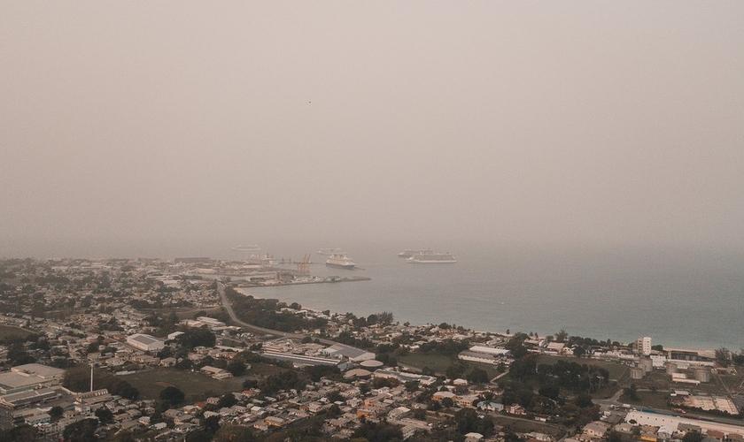 Nuvem de poeira do Saara já chegou ao Caribe e se aproxima dos EUA. (Foto: Reuters)