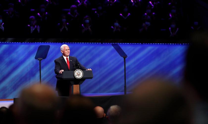Vice-presidente americano Mike Pence na Primeira Igreja Batista em Dallas. (Foto: Tony Gutierrez/AP)