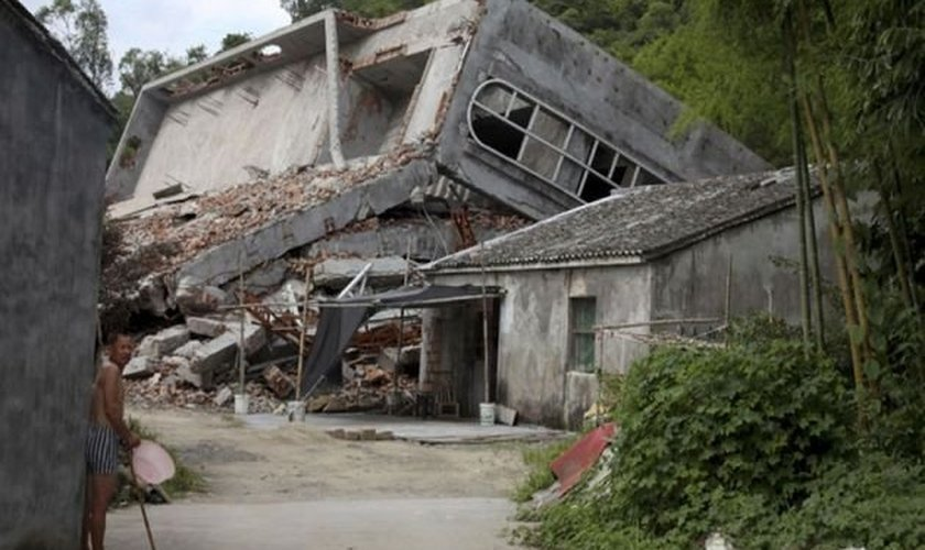 Igreja é demolida em Wenzhou, na China. (Foto: AP Photo, Didi Tang)