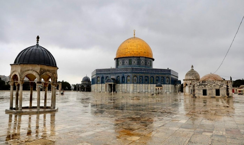 Imagem do complexo da mesquita Al-Aqsa na Cidade Velha de Jerusalém. (Foto: AFP)