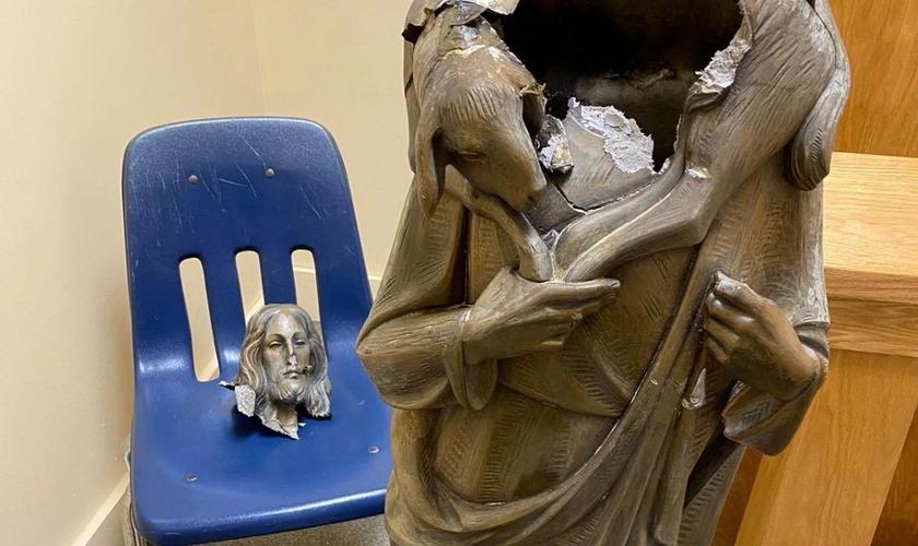 Uma estátua de Jesus foi encontrada decapitada na Igreja Católica Bom Pastor, no sudoeste de Miami-Dade. (Foto: Arquidiocese de Miami)