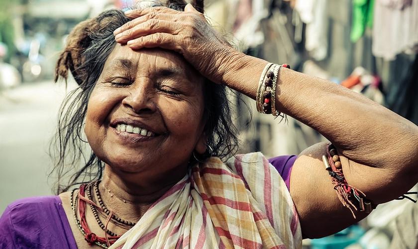 Imagem ilustrativa. Surda volta a ouvir após oração de missionários em aldeia cigana. (Foto: Reprodução/Increase)