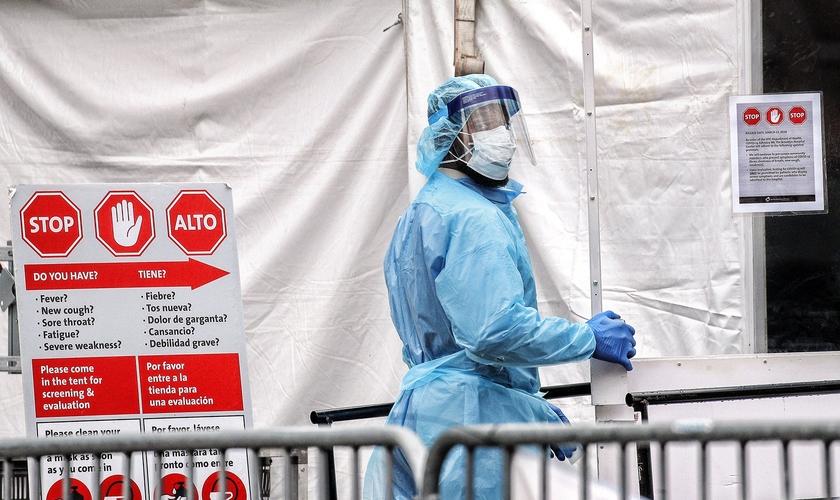 Segundo o diretor do Centro de Controle de Doenças dos EUA, Dr. Robert Redfield, hospitais recebem incentivo financeiro de acordo com o número de mortes registradas por Covid-19. (Foto: Reuters)