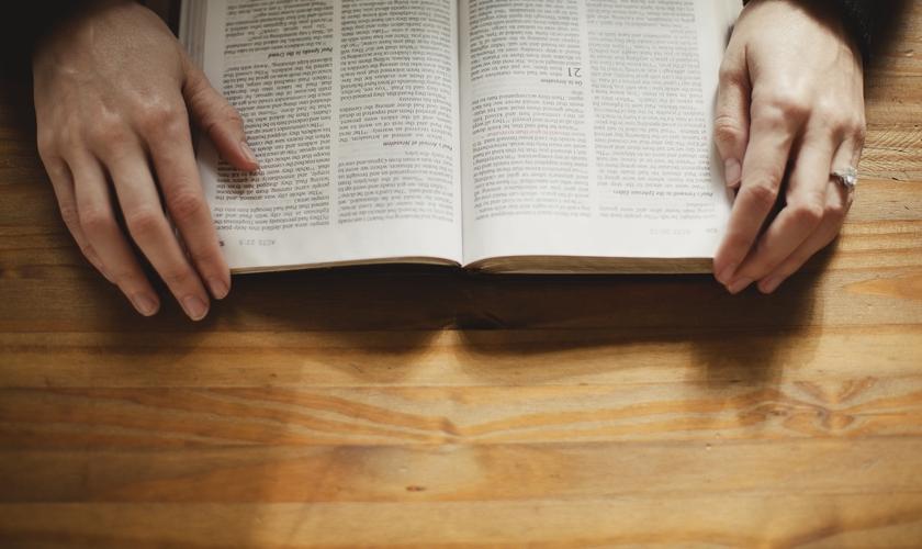 O pastor Joel Engel ensina a vencer o medo usando a palavra de Deus. (Foto: Reprodução/LifeWay)