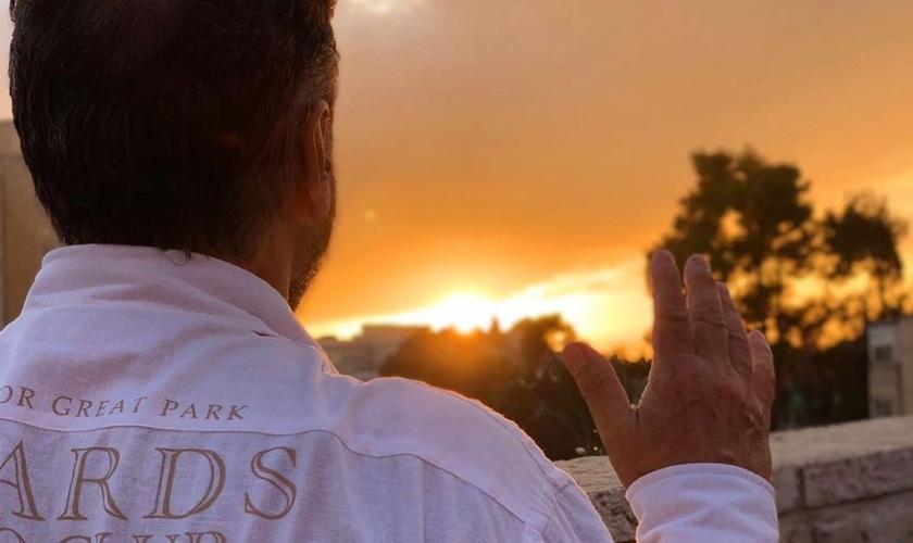 O pastor Joel Engel ensina a vencer o medo usando a palavra de Deus. (Foto: Ministério Engel)