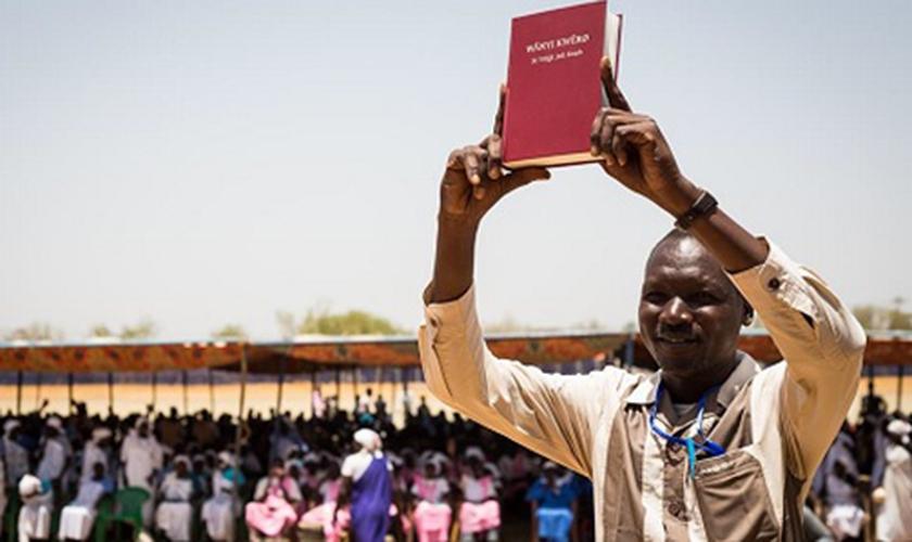 Tradução da Bíblia completa chega a 700 idiomas. (Foto: United Bible Societies)