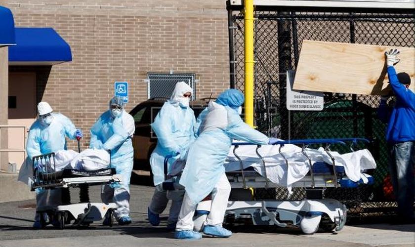 O Centro de Controle de Doenças dos EUA emitiu relatório que analisa o quadro de mortes com e por coronavírus nos EUA. (Foto: Agência EFE)
