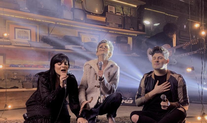 """Fernanda Brum, Ludmila Ferber e Marcos Freire estiveram juntos e regravaram uma nova versão de """"Ouço Deus me Chamar"""". (Foto: Divulgação)"""