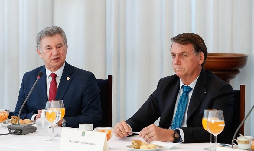 Jair Bolsonaro recebeu no Palácio do Planalto o pastor José Wellington Jr. e outros pastores da mesa diretora da Convenção Geral das Assembleias de Deus. (Foto: CGADB)
