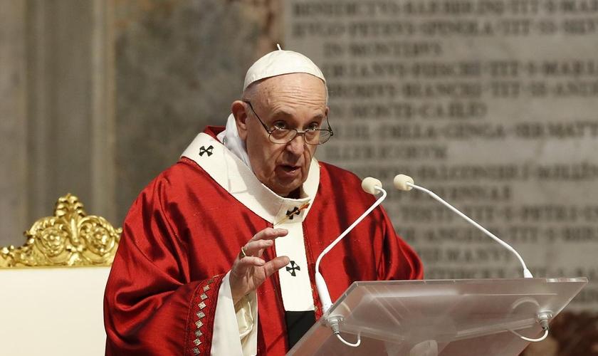 Papa Francisco decidiu não se encontrar com o Secretário de Estado dos EUA, Mike Pompeo. (Foto: REMO CASILLI/POOL PHOTO VIA AP)