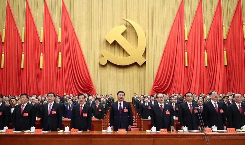Liderado por Xi Jinping, o Partido Comunista Chinês vem oprimindo cada vez mais qualquer tipo de expressão de fé no país. (Foto: China Teacher)