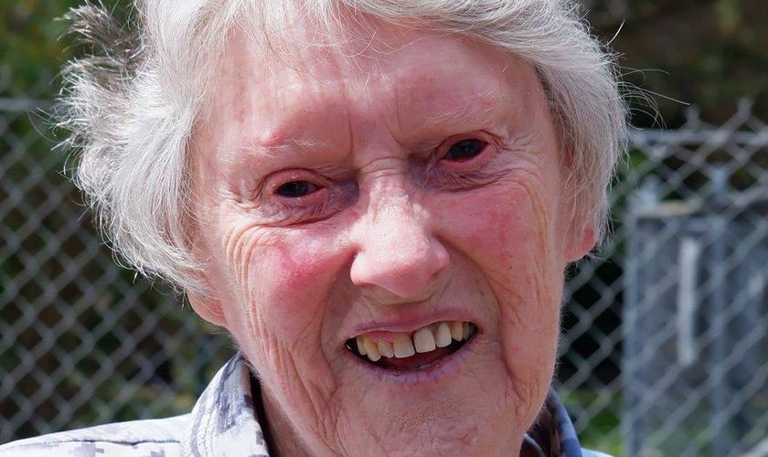 A australiana Leonie, de 82 anos, foi missionária em tempo integral em Sarawak, na Malásia. (Foto: Eternity News)
