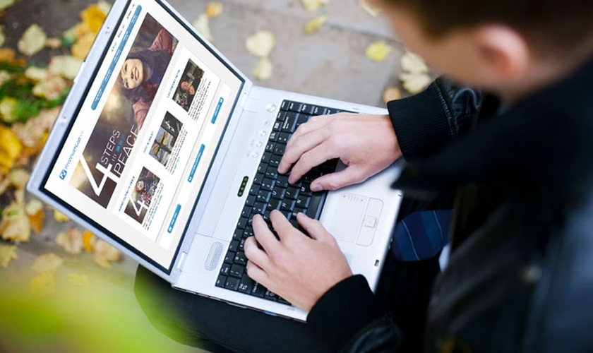Site da Associação Evangelística Billy Graham dispõe de programas de discipulado online. (Imamgem: