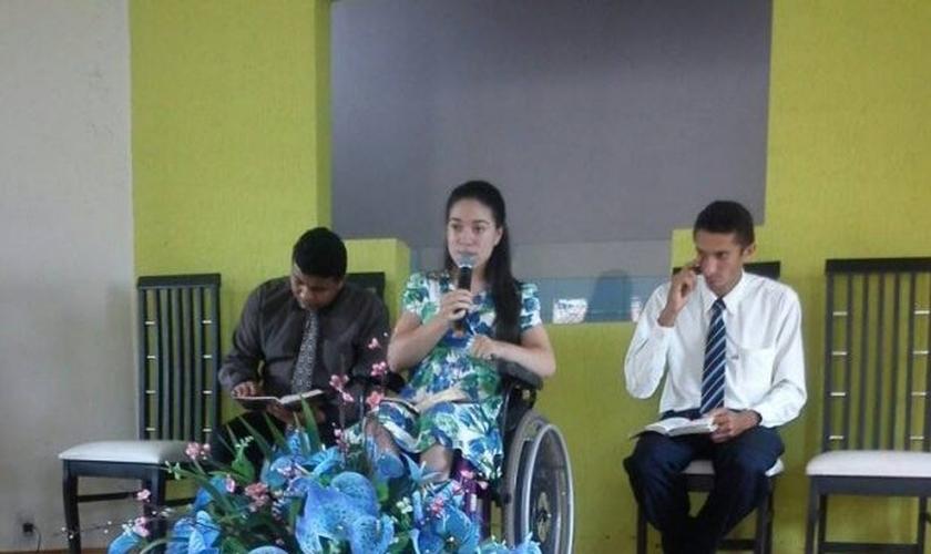 Thais prega em diversas igrejas em que é convidada. (Foto: Arquivo pessoal)
