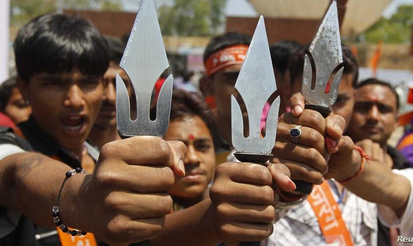 Apoiadores do grupo radical Vishwa Hindu Parishad, na cidade de Ahmedabad, na Índia, em 2013. (Foto: Reuters)