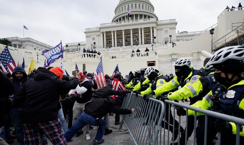 Na última quarta-feira, uma Multidão invadiu o Capitólio dos EUA, em Washington. (Foto: Julio Cortez / Associated Press)