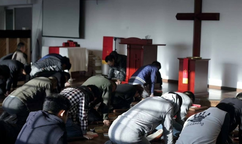 Cristãos se reúnem para cultuar em igreja, na China. (Foto:  South China Morning Post)